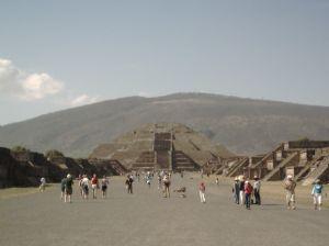 mondpyramide und strasse der toten